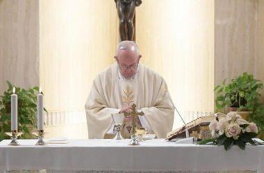 Papa Franjo u Svetoj Marti: Moramo biti uporni u molitvi