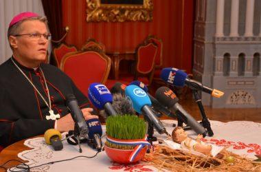 Božićna pastirska poruka i čestitka nadbiskupa Đure Hranića