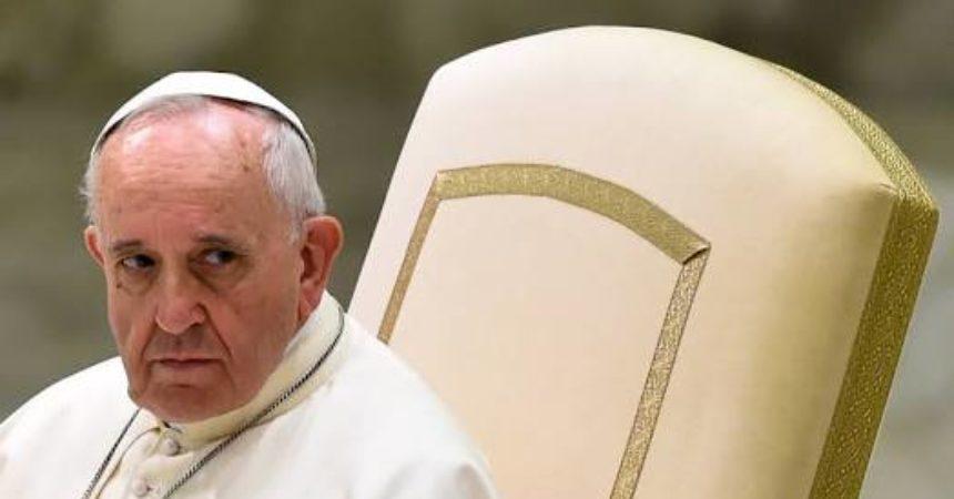 "Papa Franjo iscrpljen ili bolestan!? Izmolimo ""Zdravo, Marijo"" za našeg dragog papu Franju!"