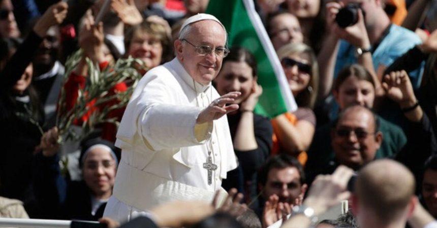 Papa mladima u Vilniusu: Život nije videoigra