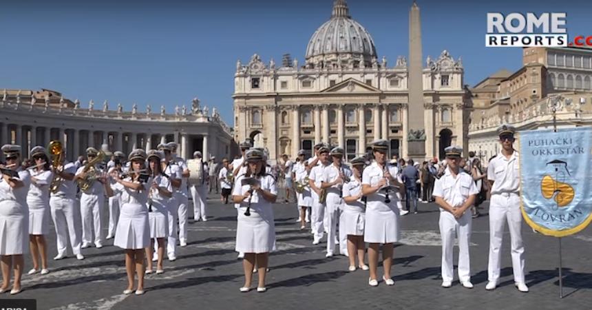 VIDEO Pogledajte izvedbu jedne hrvatske pjesme na vatikanskom Trgu svetog Petra