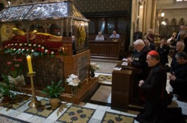 Nadbiskup Gallagher posjetio zagrebačku katedralu i grob bl. Alojzija Stepinca