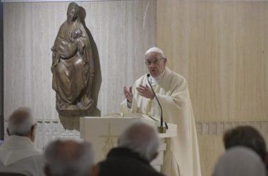 Papa Franjo: Crkve trebaju biti Božje kuće, a ne trgovine