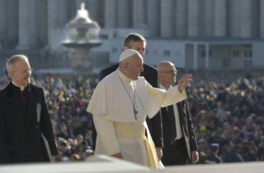 Papa: Zadatak zapovijedi je pomoći čovjeku otvoriti svoje srce Bogu