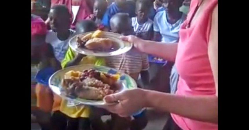 AJME, PONOVILO SE: Isus umnažao hranu u Ugandi!