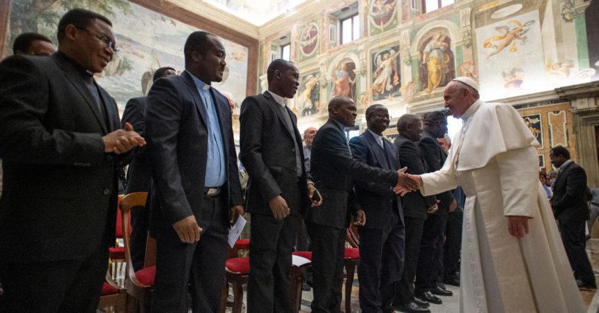 Papa Franjo: Budimo poput apostole