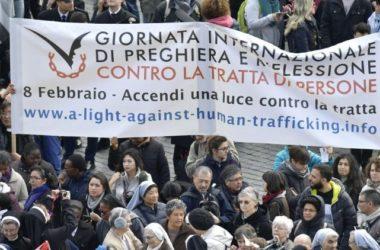 """Papa: """"Ne dopustimo da se više trgova sa ljudima i iskorištavanje drugih"""""""