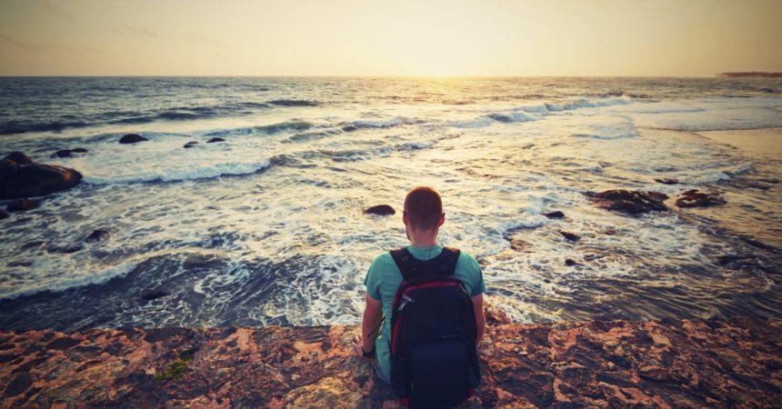 Biti s Kristom znači vjerno slijediti i traži ga te slijediti ono što Krist naučava!
