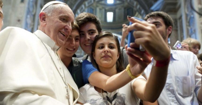 """Papa Franjo""""'Udovi smo jedni drugima' (Ef 4, 25)."""