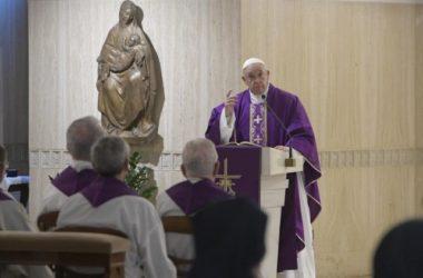 """Papa: Oponašajte Božje milosrđe, nemojte biti poput """"zatvorenih džepova"""""""