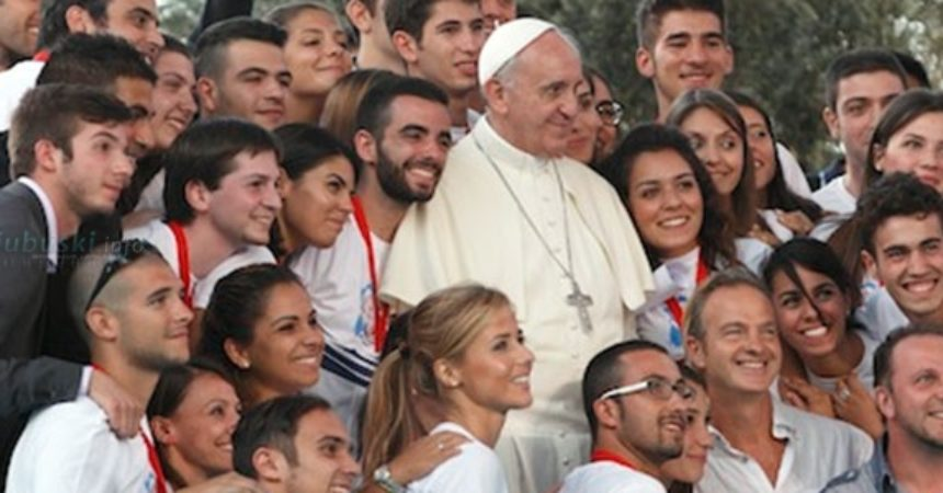 Papa: Mladost ne znači pasivnost nego postizanje važnih ciljeva