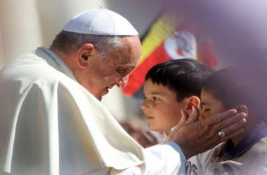 Papa Franjo: Ne dopustite da Biblija i život budu odvojeni