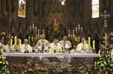 Kardinal Bozanić: Pozivamo odgovorne da u rješavanju teških zadataka ne izgube iz vida malog čovjeka