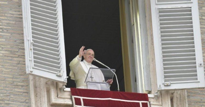 Papa Franjo: Budimo svjedoci i navjestitelji Krista uskrsloga