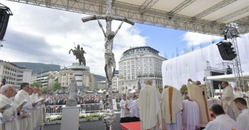 Papa Franjo u Sjevernoj Makedoniji: Dopustimo da nas Gospodin nahrani