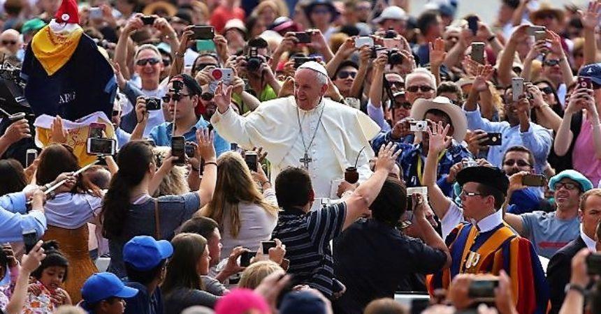 Papa karizmaticima: Moramo biti ujedinjeni u Duhu Svetom