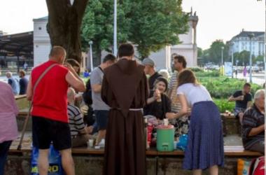 Proveli smo jednu ljetnu večer s volonterima Udruge Savao: 'Krist je toliko jasno prisutan u zagrebačkim beskućnicima'