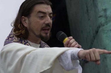 (VIDEO) Vlč. Zlatko Sudac moli za ozdravljenje i oslobođenje! Snažna molitva Kristovog svećenika!