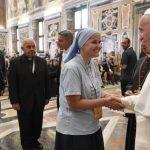 Papa Franjo i sudionici Međunarodnog susreta akademskih centara i škola za novu evangelizaciju (Vatican Media)