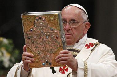 Papa Franjo: Nije dovoljno samo čitati Sveto pismo, treba razumjeti i razmišljati o tom tekstu koji ste čitali