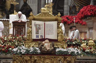 Papa predvodi polnoćku u bazilici svetog Petra
