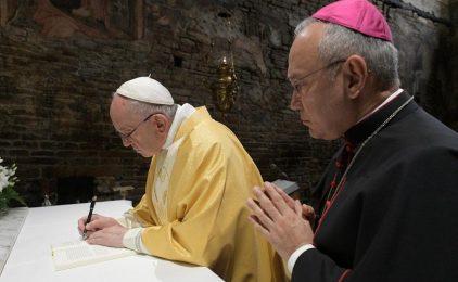 Papa: Zaustavite lažne priče koje uništavaju, pripovijedajte dobro koje ujedinjuje