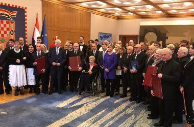 Predsjednica RH Kolinda Grabar-Kitarović odlikovala je istaknute pojedince i ustanove Katoličke Crkve
