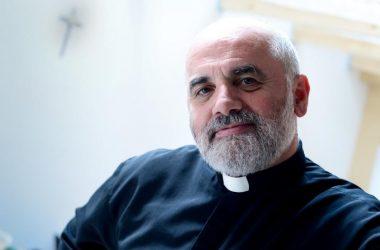 P. Ike Mandurić pozvao na molitvu na koljenima: Otkrijmo svi srca i ljudskost u sebi!