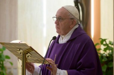 Papa molio za beskućnike, te potaknuo društvo i Crkvu da im pomažu