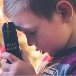 Kada je pravo vrijeme da dijete počne samostalno moliti?