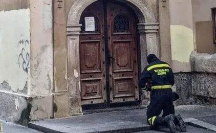 Umorni vatrogasac utjehu pronašao u molitvi ispred vrata crkve i zatražili Božji blagoslov i snagu