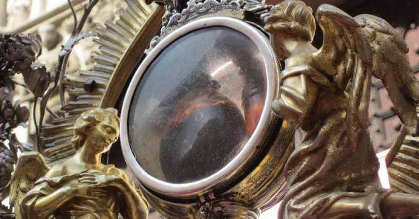 Čudo usred pandemije, krv svetog Januarija prešla je u tekuće stanje