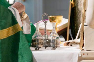 Koje je značenje riječi svećenik i gdje je nalazimo u Bibliji?