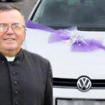 VELIKO SRCE Vjernici iznenadili župnika, darovali auto