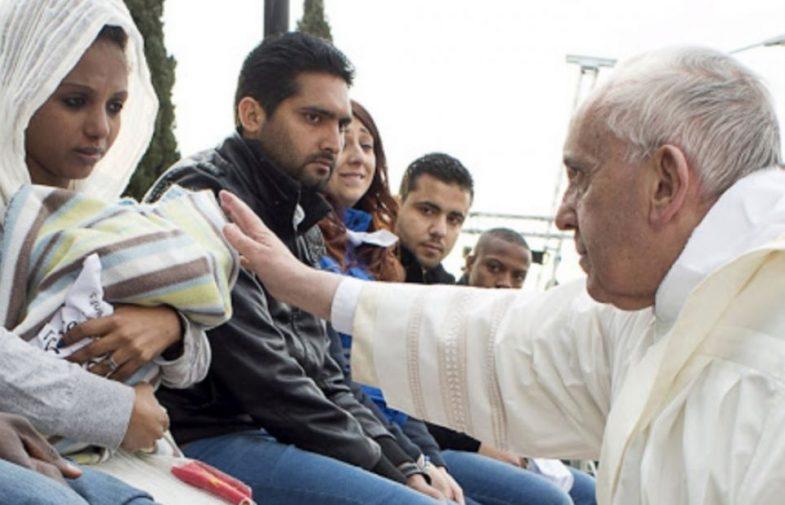 Papa Franjo svetom Misom za izbjeglice slavi godišnjicu svog prvog putovanja