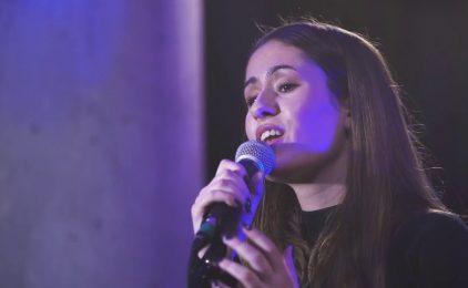 VIDEO Oduševila vas je glasom i svjedočanstvom, a sada ima novu pjesmu: Poslušajte 'Slavim Tebe' Vanesse Mioč