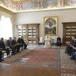 Papa Franjo sa stručnjacima Odbora Vijeća Europe MONEYVAL; Vatikan, 8. listopada 2020. (Vatican Media)